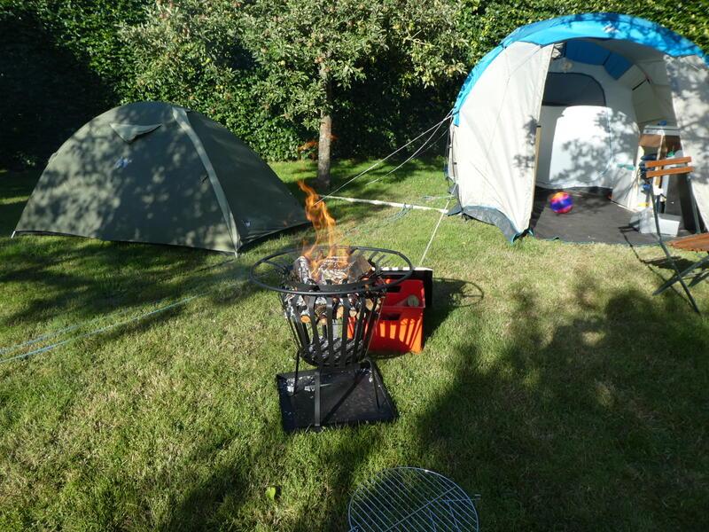 Camping auf dem Obstgarten auf einem Bauernhof unter der Eiche #9