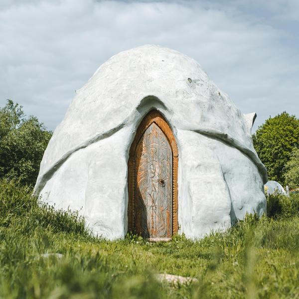 Magisch kamperen in boomgaard binnen kunstgemeenschap #3
