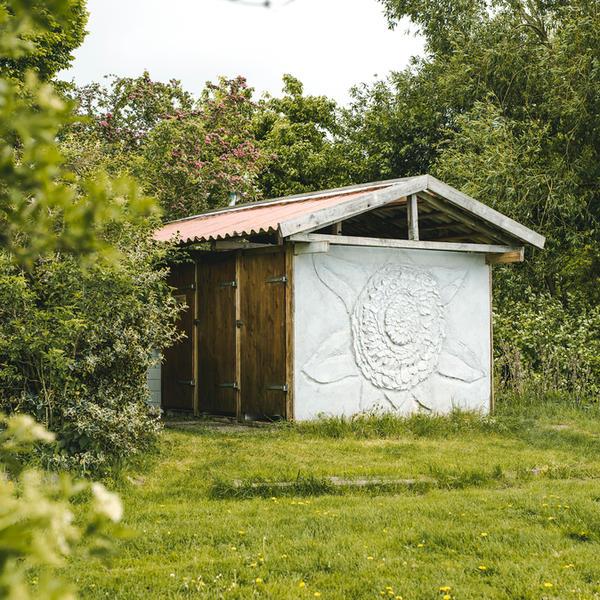 Magisch kamperen in boomgaard binnen kunstgemeenschap #5