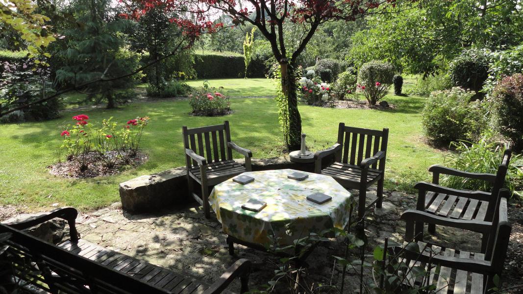 Entspannen Sie sich im ruhigen magischen Garten von Maison Sax #4