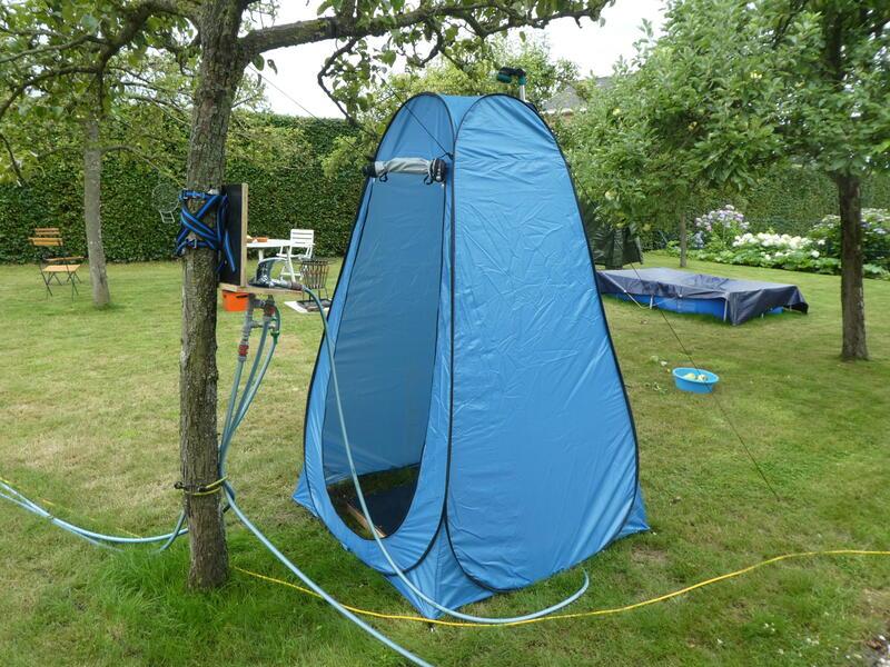 Camping auf dem Obstgarten auf einem Bauernhof unter der Eiche #12