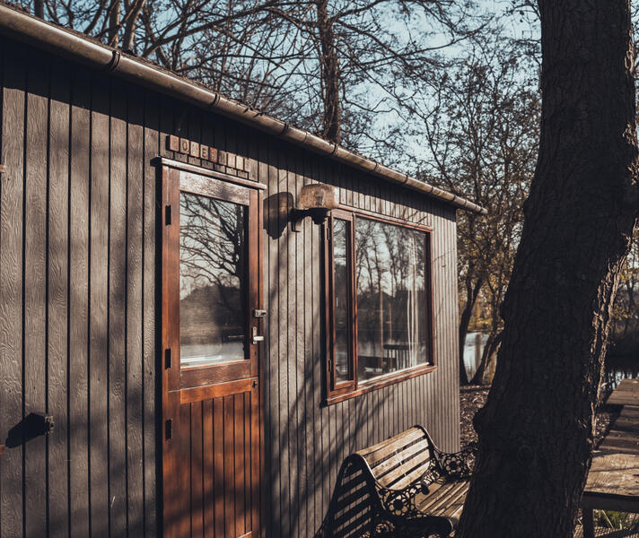 Wake up by the waterbirds in this tiny-house on a mini-island! #17