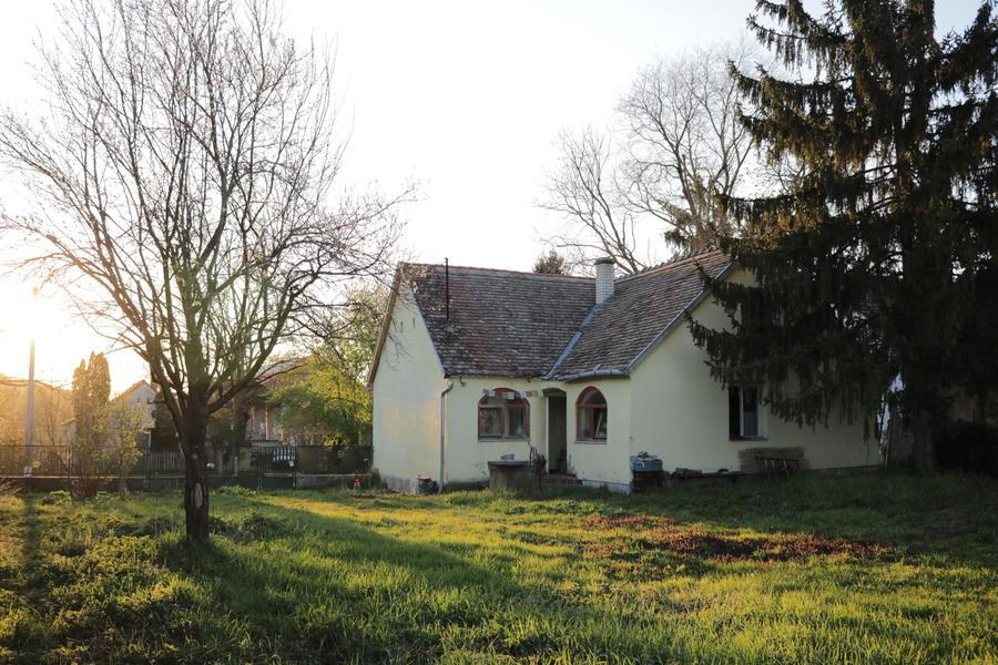 Quiet cottage garden in end-of-road village #1