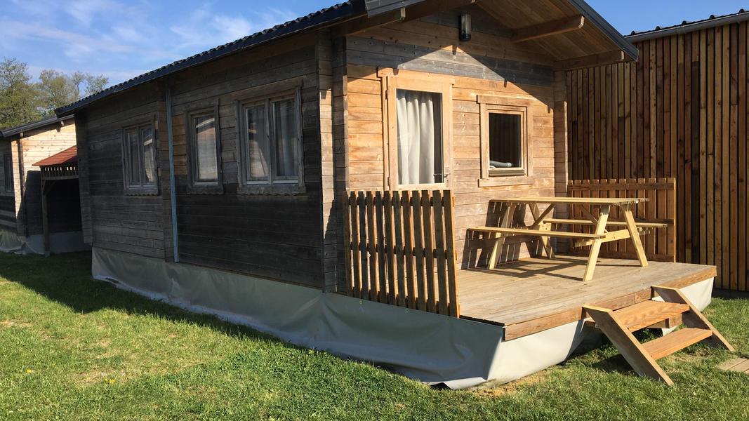 Ein kleiner Campingplatz am Fluss Ourthe in der Nähe von Durbuy in Belgien. #7