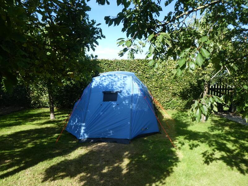 Camping auf dem Obstgarten auf einem Bauernhof unter der Eiche #13
