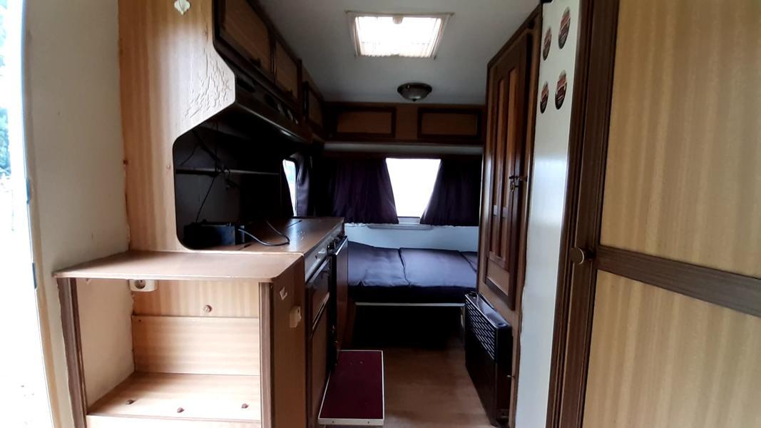 Primitief kamperen in een caravan(3pers) op een boerenerf(met kanos!) #11