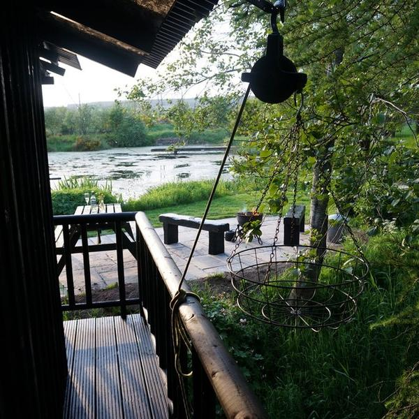 An idyllic cabin lovingly created beside its own lochan surrounded by wildlife and birds. #2