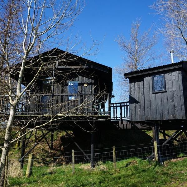 An idyllic cabin lovingly created beside its own lochan surrounded by wildlife and birds. #4