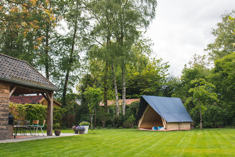 Spend the night in a (already set up) luxury tent near the Pieterpad #1