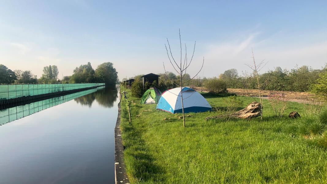 Roei, barbecue, fiets en ontspan op onze kleine natuurcamping in het Rietveld!