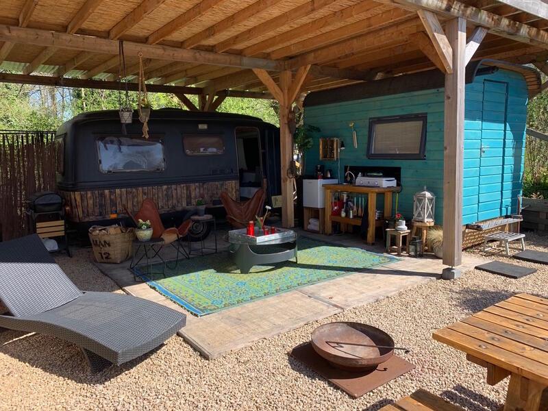 Retro caravan with private sauna en sanitary facilities in Utrecht