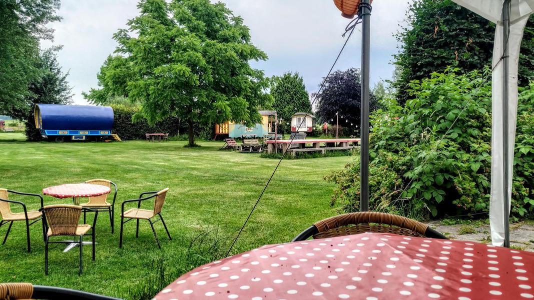 Place between Saxon farms with authentic caravans and caravans. #10