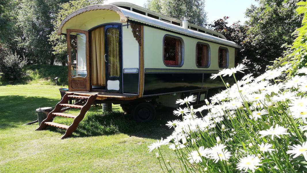 Place between Saxon farms with authentic caravans and caravans. #15