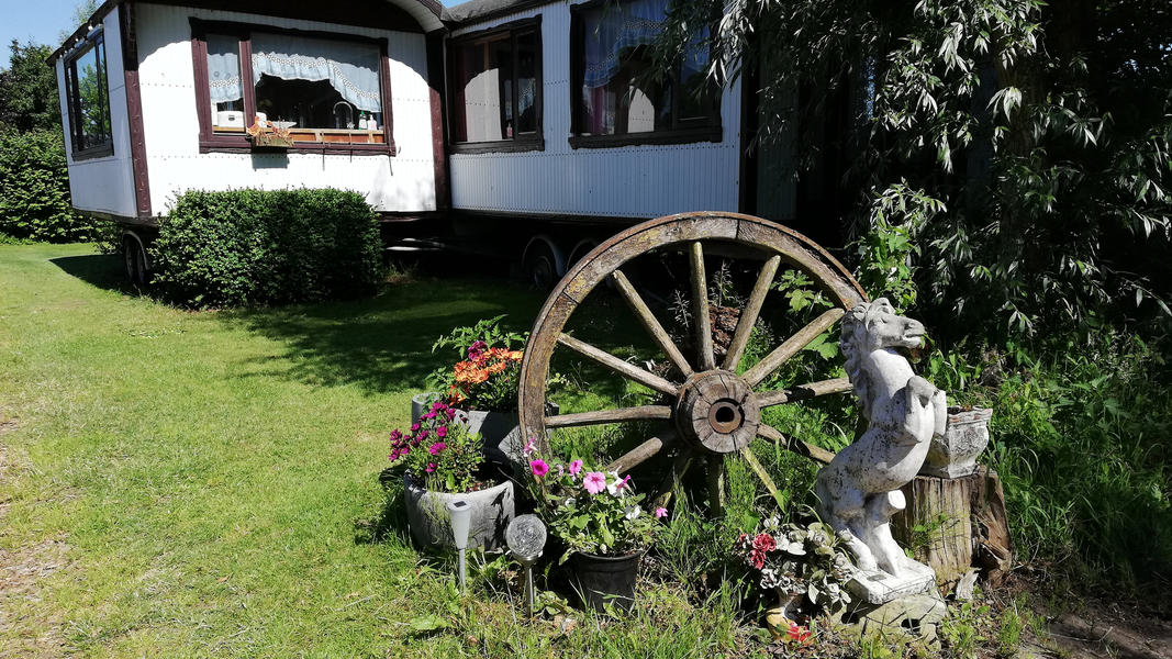 Place between Saxon farms with authentic caravans and caravans. #17