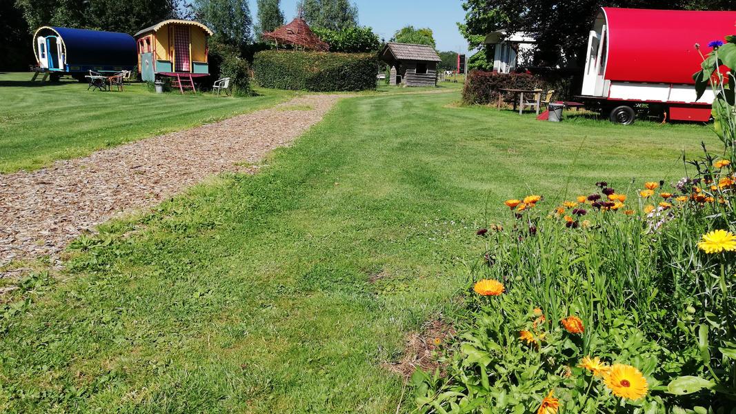 Place between Saxon farms with authentic caravans and caravans. #18