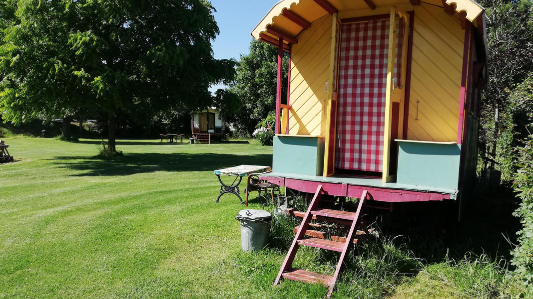 Place between Saxon farms with authentic caravans and caravans. #19