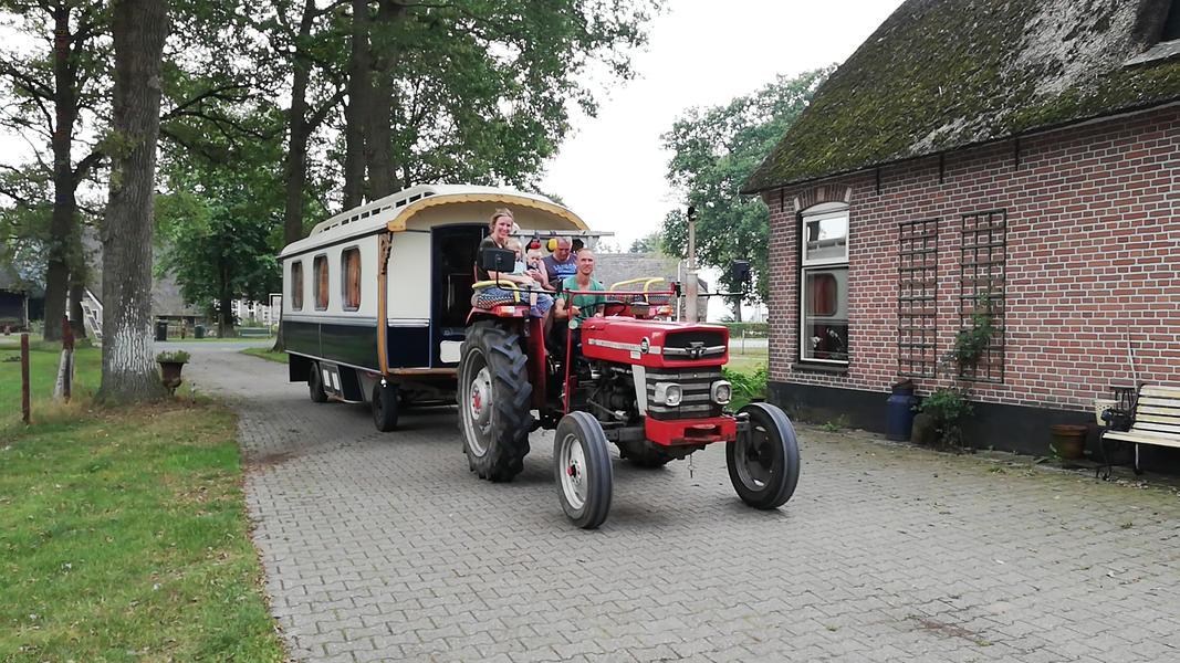 Place between Saxon farms with authentic caravans and caravans. #22