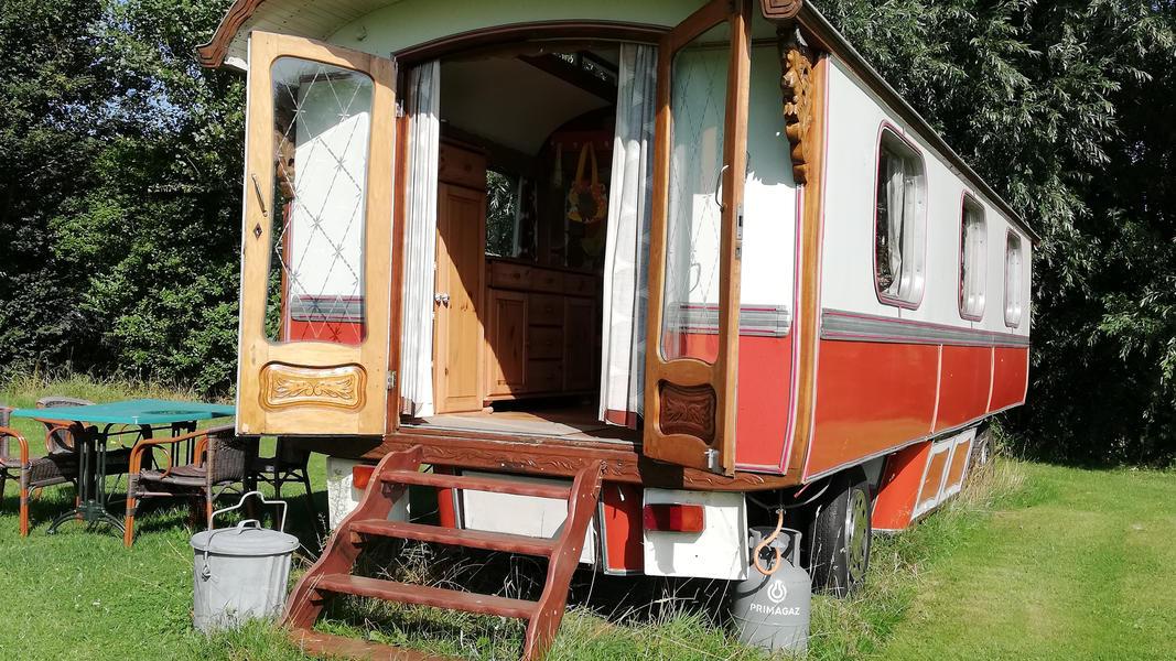 Place between Saxon farms with authentic caravans and caravans. #25
