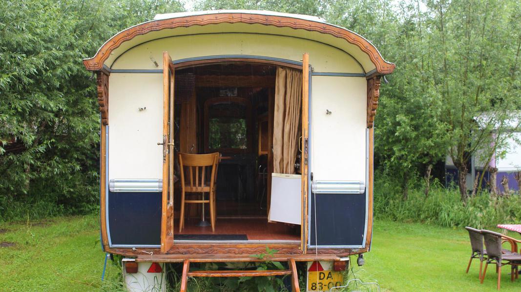 Place between Saxon farms with authentic caravans and caravans. #7