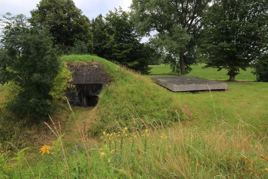 Rent in a furnished tent at Fort Vuren #6