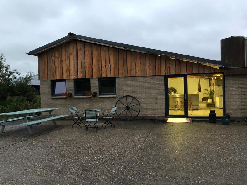 Kampeerplaats bij stadsboerderij met pluktuin, paarden en kippen bij Sneek #8