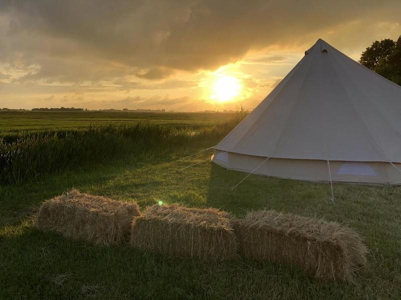 Ingerichte Bell tent bij stadsboerderij aan de rand van Sneek #3