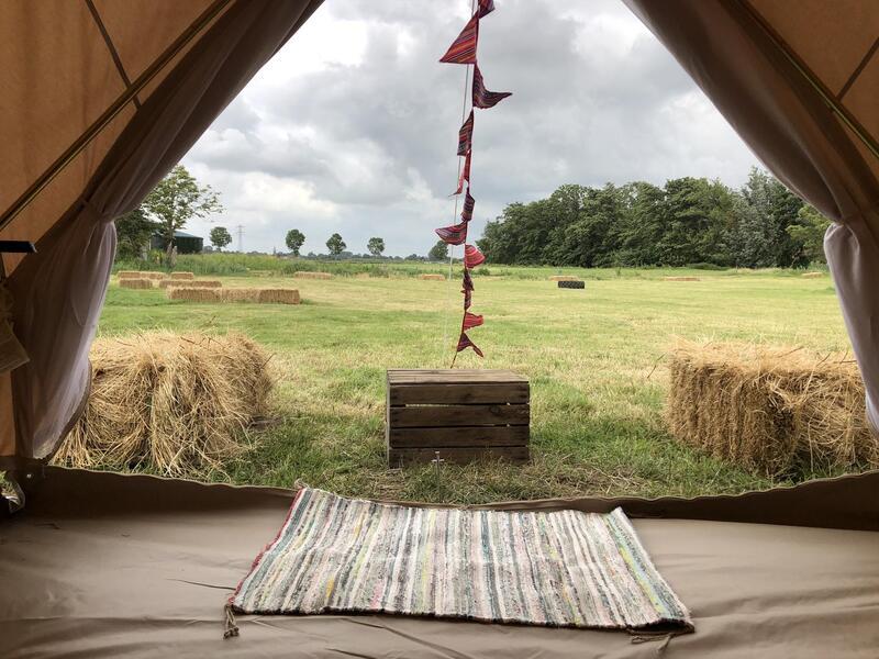 Ingerichte Bell tent bij stadsboerderij aan de rand van Sneek #1