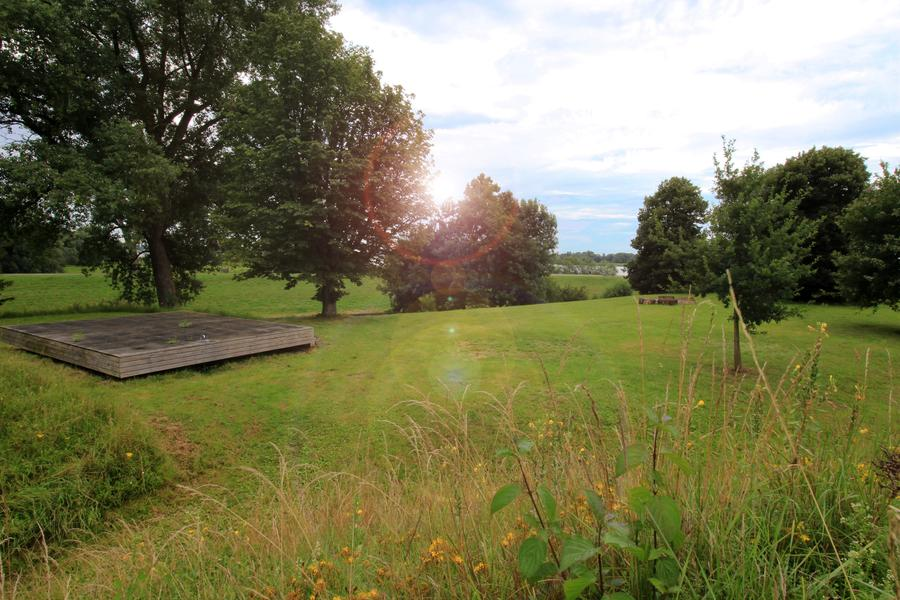 Rent in a furnished tent at Fort Vuren #5