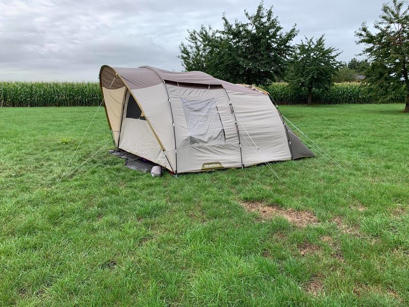 Idyllisches Zelten mitten auf den Feldern #1