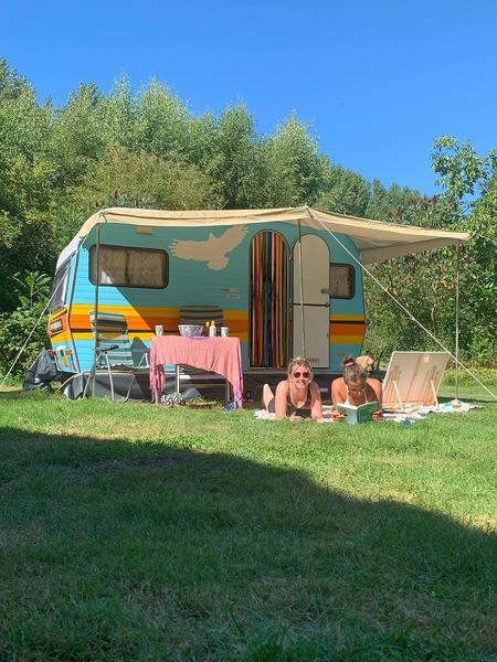 Romantisch overnachten in een retro caravan op een bijzondere plek #3
